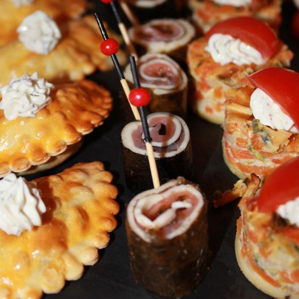 Lachs-Mozzarella-Rolle + Empanada + Gemuesequiche