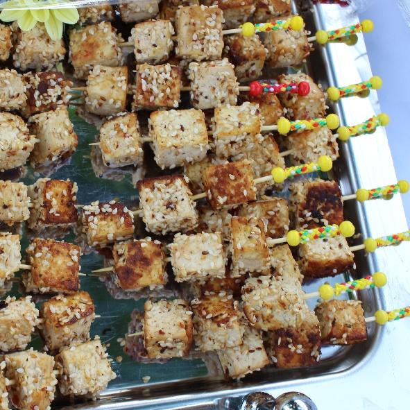 Gebratener Tofuwürfel mit Sesam I