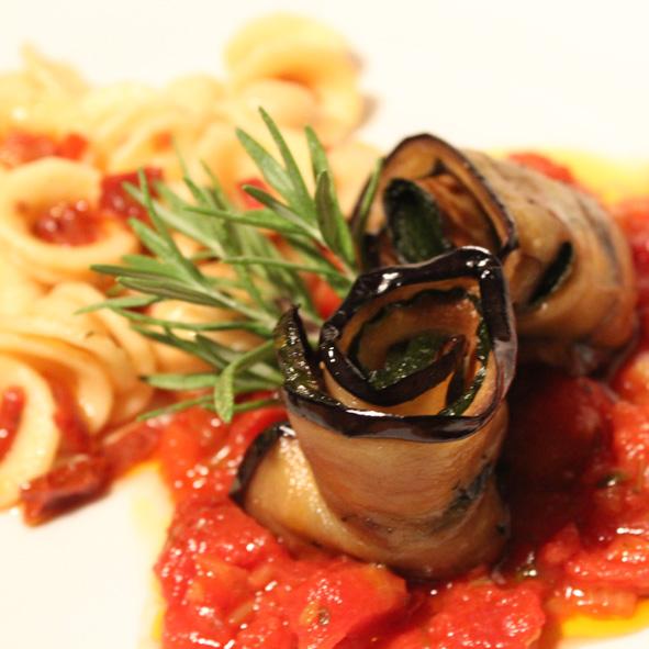 Zucchini-Auberginen-Involtini mit Orecchiette
