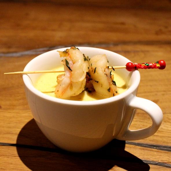 Currycappucino Currycremesuppe Riesengarnelen Spieß